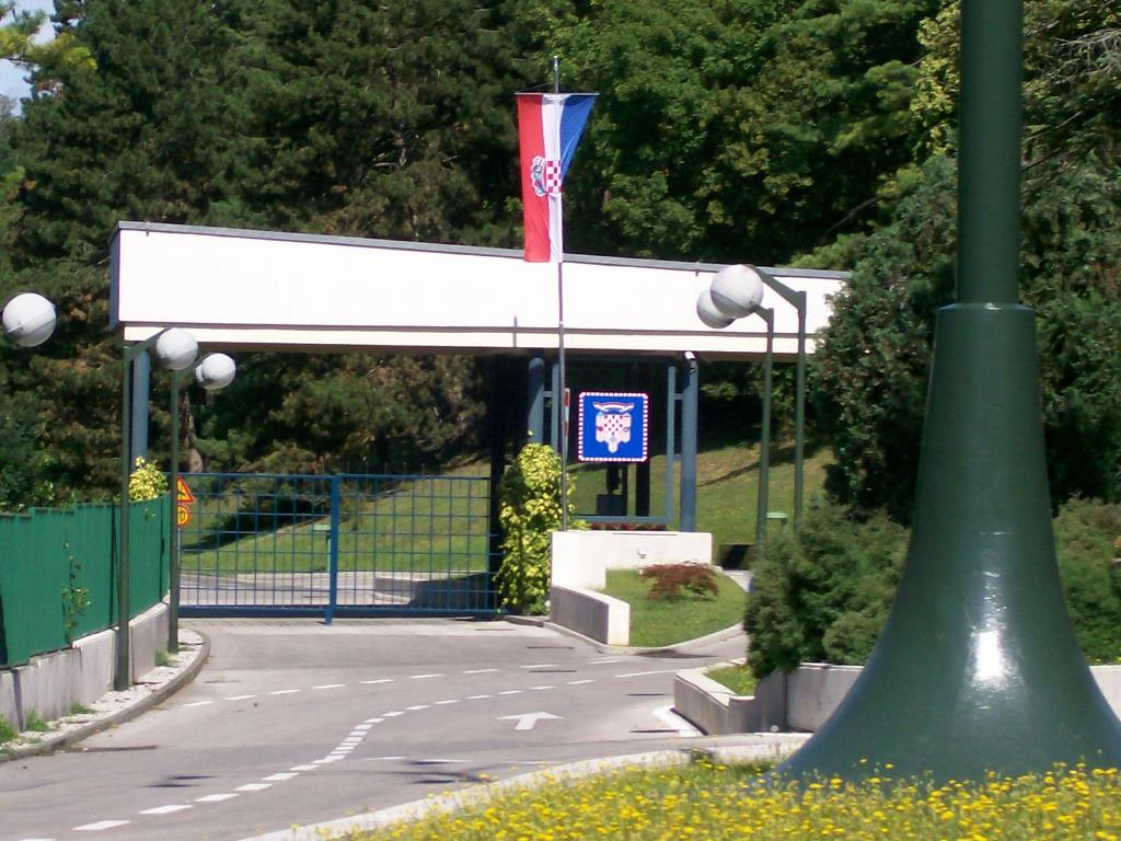 Predsjednicki_dvori_Zagreb_glavni_kolni_ulaz